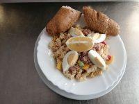 Vaříme Těstovinový Salát S Tuňákem, Cereální Pečivo | SOS a SOU KH